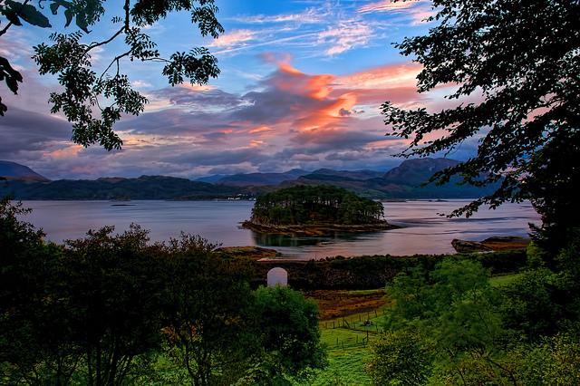 CC-BY. Olver Clarke. (2014). Loch Carron Dawn.